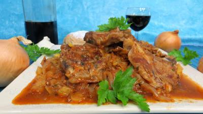 plat complet : Assiette de côtes d'agneau en sauce