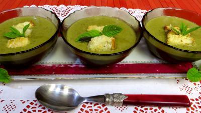paprika : Crème de pois frais à la menthe