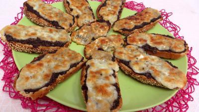 mozzarella : Assiette de bruschette aux champignons
