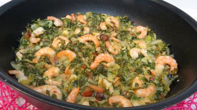 plat complet : Sauteuse de salade cuite aux crevettes