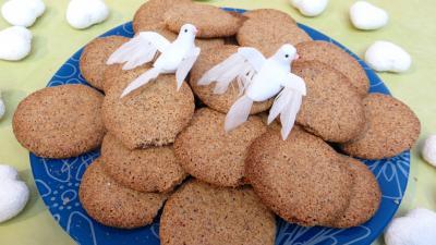 Amande : Assiette de biscuits croustillants amandes-café