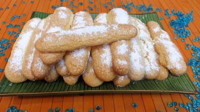 Desserts : Plat de biscuits à la cuiller