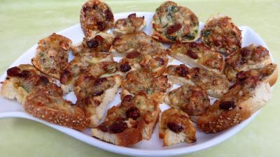 Image : plat de bouchées de camembert aux noisettes