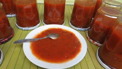 bicarbonate soude : Coupelle de sauce tomate aux piments doux