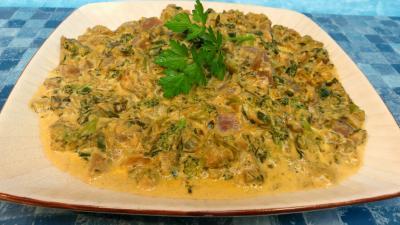 Image : Assiette de légumes de bouillon à la crème