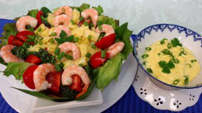 Brocoli fleurettes crues : Salade d'ananas et crevettes