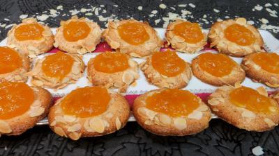 Amande effilée : Assiette d'abricotines