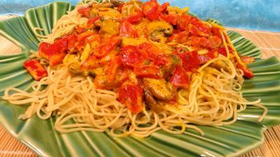 poivron rouge, vert, jaune : Plat de nouilles chinoises à la crème de safran