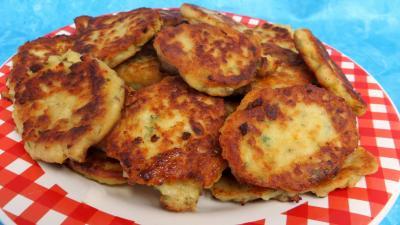 piment d'espelette : Assiette de galettes de poulet