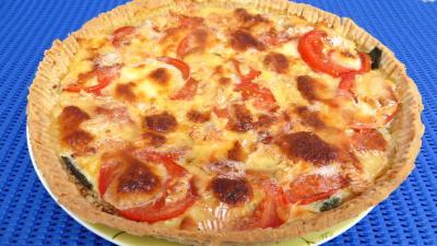 Cuisson à la poêle : Assiette de tarte de tomates et de camembert