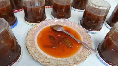 cannelle : Coupelle de confiture de prunes aux épices