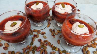 Cuisson à la poêle : Verrines d'abricots au miel et pistaches