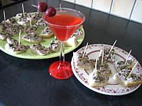 Image : Assiettes de canapés de focacia au thon