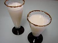 Image : Verres de cocktail gin et lait d'amande