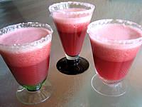 cocktail sans alcool : Verres de cocktail raisins et framboises