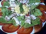entrée à base de poisson : Assiette de salade au cabillaud