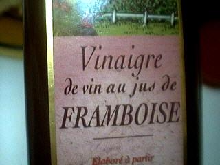 Photo : Bouteille de vinaigre de framboises