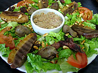 Image : Rillettes - Un plat de salade landaise aux rillettes