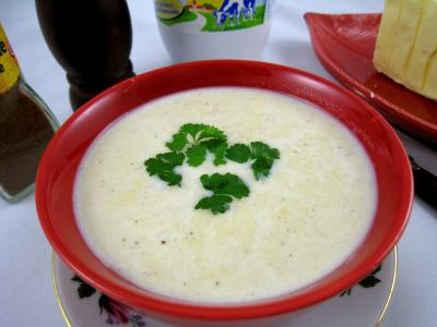 sauce chaude à base de lait : Bol de sauce béchamel