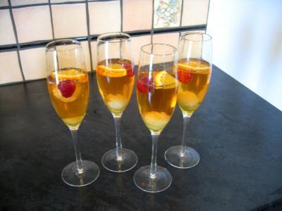 Cocktail au champagne supertoinette la cuisine facile for Cocktail au champagne