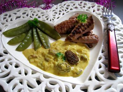 Image : Aiguillette - Une assiette d'aiguillettes de canard aux pois gourmands