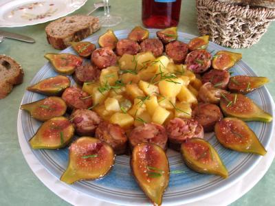 Image : Cuisine lyonnaise - Assiette d'andouillettes aux figues