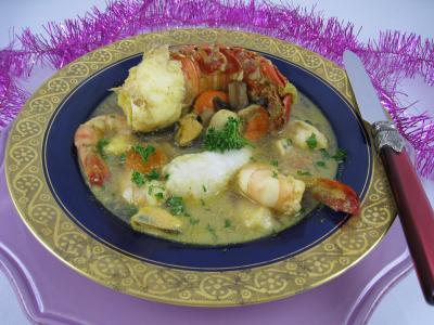 soupe de volailles : Assiette de crustacés et de lotte