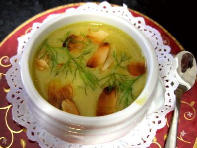 curcuma : Petite soupière en amuse-bouche de crème de cèpes au fenouils