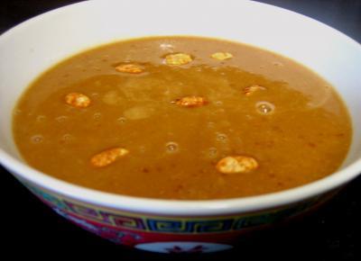 gingembre en poudre : Bol de sauce aux cacahuètes
