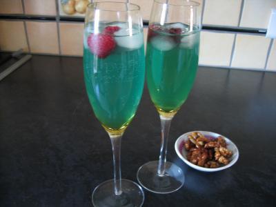Cocktail valentin au champagne supertoinette la cuisine for Cocktail au champagne