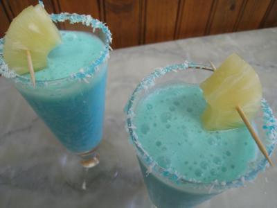 Image : Verres de cocktail crème de coco au curaçao