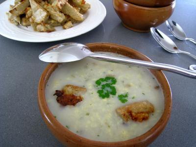 Image : Bol de soupe de poulet au pécorino à l'italienne