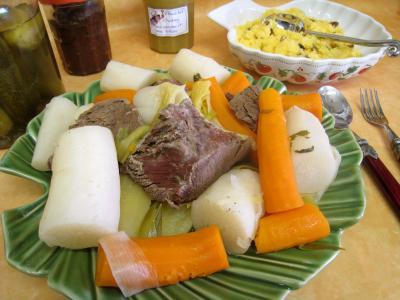 baie de genièvre : Assiette de jarret de boeuf en pot au feu