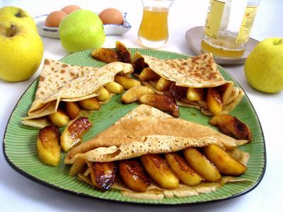 farine de sarrasin : Assiette de crêpes aux pommes