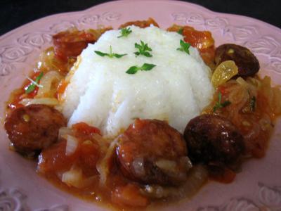 Image : Cuisine réunionnaise - Assiette de rougail de saucisses fumées