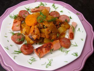 Image : Assiette de ragoût de saucisses fumées