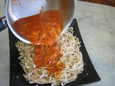 Tagliatelles et sauce tomate