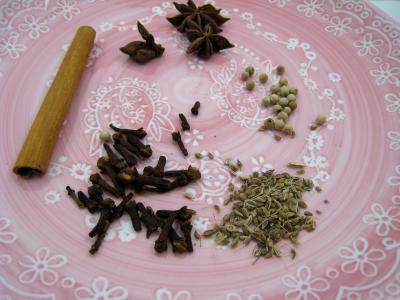 Image : Cinq-épices - Cannelle, badiane, fenouil, girofle, poivre.