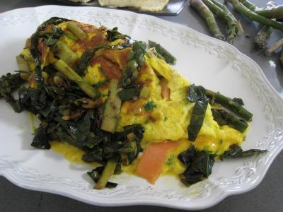 Image : Assiette d'omelette d'asperges au chou et aux ognasses