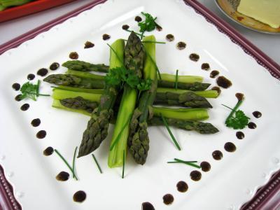 légume à la vapeur : Assiette d'asperges à la vapeur