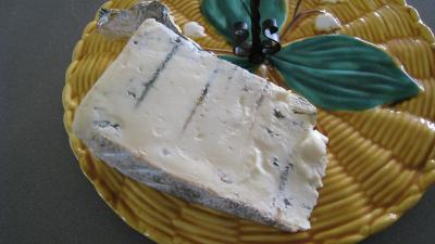 Image : Gorgonzola - Tranche de Gorgonzola sur un plateau à Fromages.