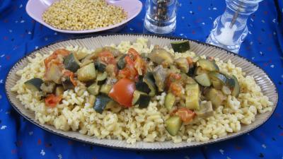 pâtes alimentaires : Assiette d'aubergines aux épices et ses coquillettes