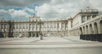 Image : Cuisine espagnole - Photo du Palais Royal à Madrid en Espagne