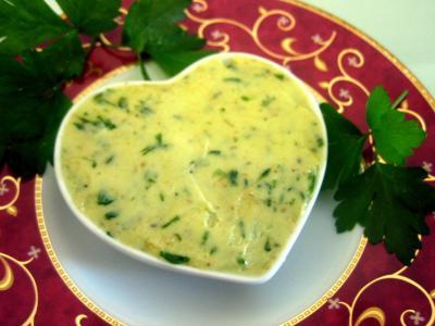 beurre aromatisé : Ramequin de beurre aux herbes aromatiques