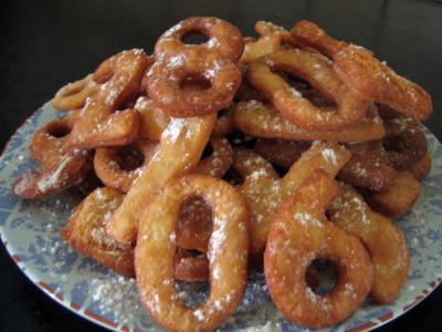 Image : Assiette de biscuits chiffrés de mardi gras