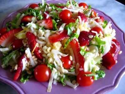 entrée à base de blé : Assiette de salade de blé aux fruits