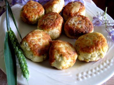fromage blanc : Assiette de boulettes de volaille, sauce au fromage blanc