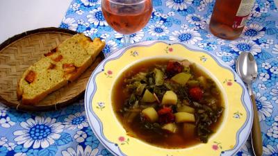 Cuisine du Portugal : Assiette Caldo verde, soupe façon portugaise