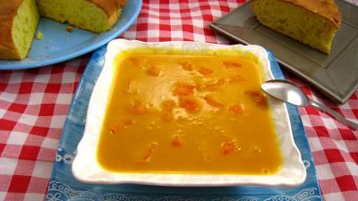crème fraîche : Plat de coulis d'abricots