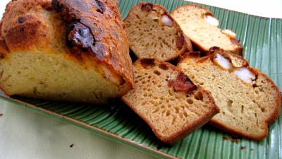 Cuisine du Portugal : Cake et tranches de cake au chorizo et crevettes